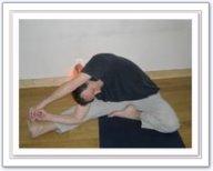 Posture tête au genou en torsion (droite)