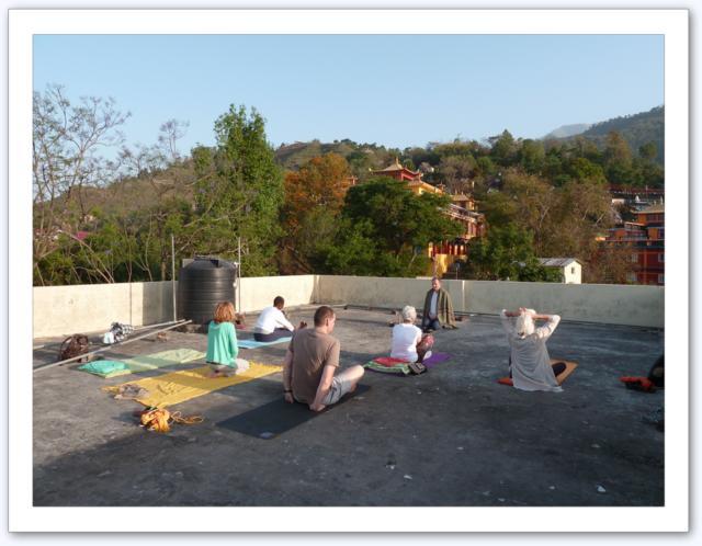 Sur le toit à Tashi Jong