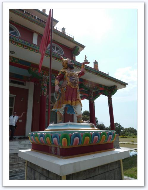 Dans un temple bouddhiste