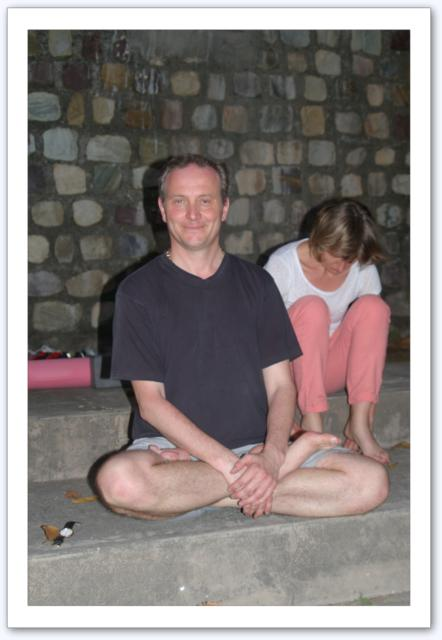 Méditation un soir au bord du Gange